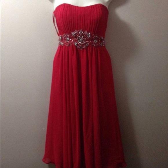 Fiesta Dresses & Skirts - Red Strapless Flowy Dress